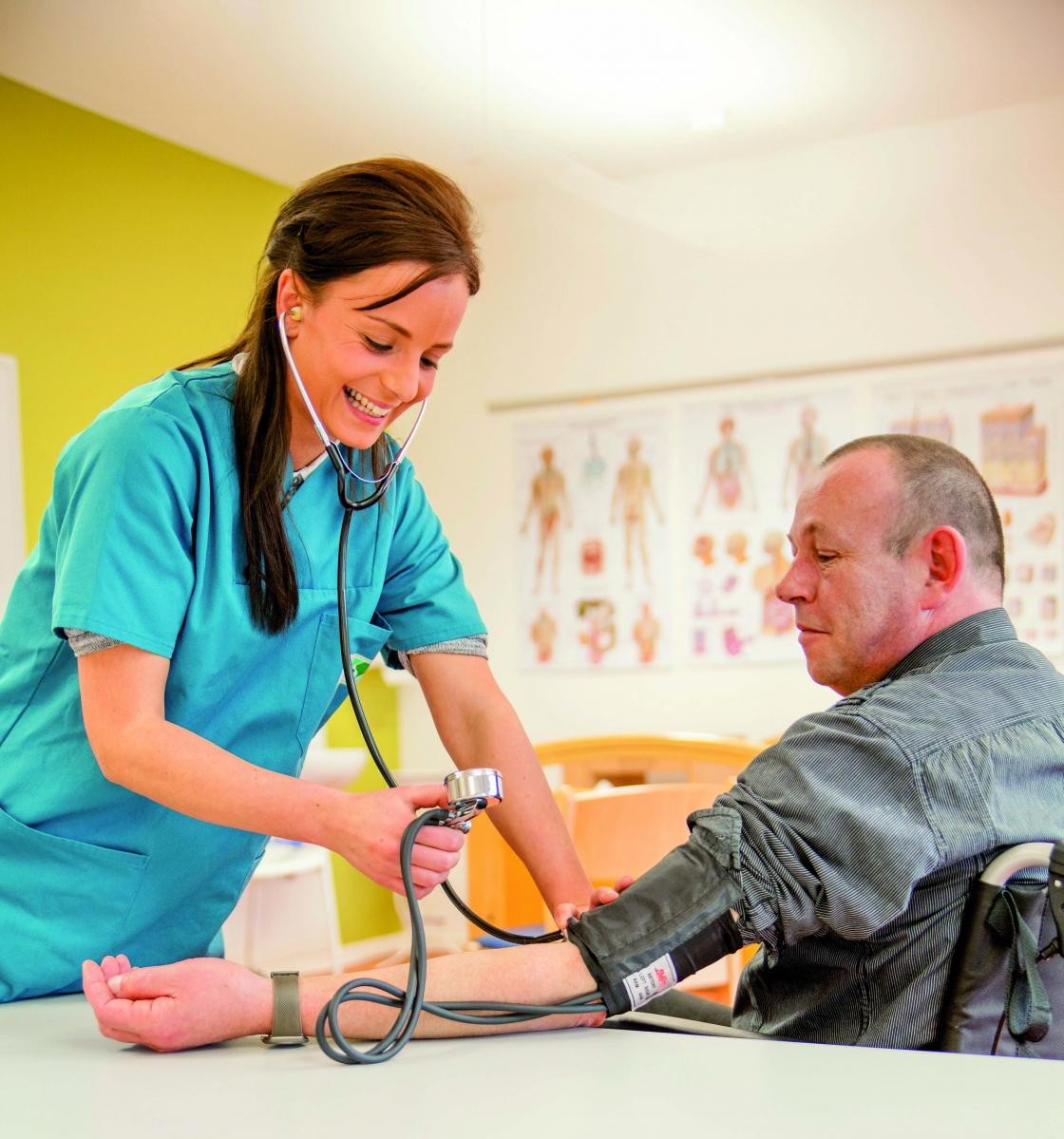 Bewerbungsstart für die Ausbildung zur pflegerischen Stationsassistenz